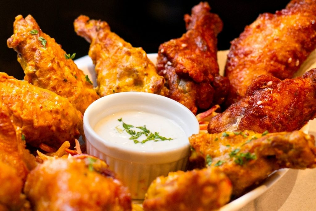 chicken wings with hot sauce